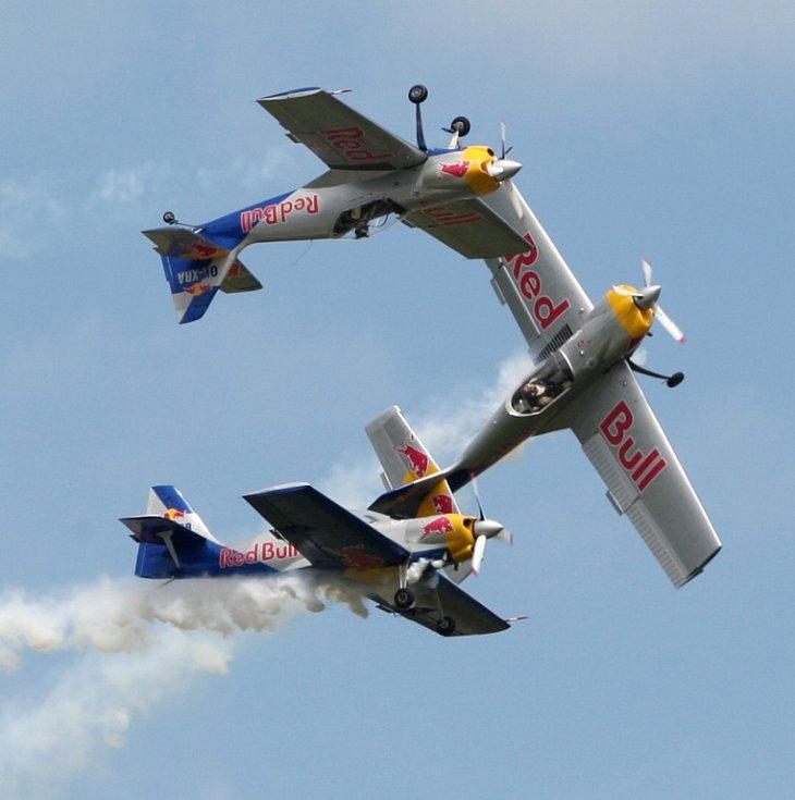 The Flying Bulls Aerobatics Team. International Flying Display v Hradci Králové