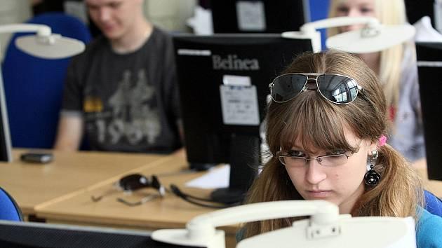 V soutěži ve psaní na klávesnici byla rozhodující rychlost a přesnost.