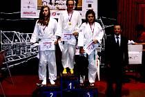Slovenský Bardejov hostil klání žáků a žákyň. Diana Bláhová (na snímku vlevo) obsadila druhé místo a Tereza Kalhousová skončila třetí.