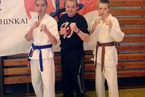 Dva svěřenci trenéra Josefa Golase z Karate klubu G&G Hradec Králové - Daniel Pošík a Mirek Tran.