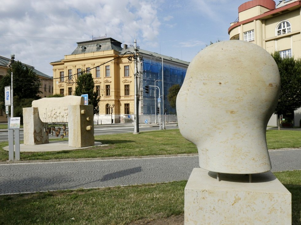 Nábřeží sochařů v Hradci Králové.