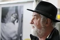 Život místo ústavu - výstava fotografií Jindřicha Štreita na hradeckém nádraží.