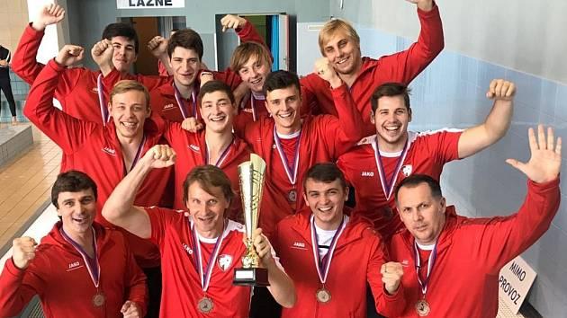 Medailová radost v podání vodních pólistů Slavie Hradec Králové. Ti brali v Poháru ČSVP zaslouženě bronz.