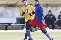 Zimní fotbalová příprava na umělé trávě Všesportovního stadionu.