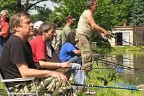 Na třetí ročník rybářského klání se do Hradce sjelo osmdesát lovců z celého kraje.