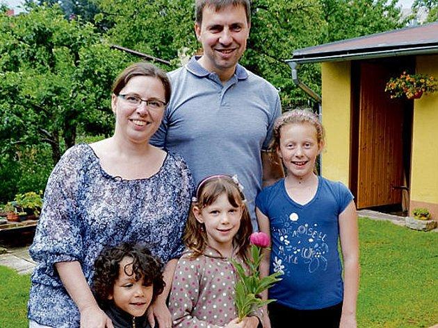 VLASTA A PETR Neckařovi přijali do své rodiny  Lukáška. A chtějí další dítě.