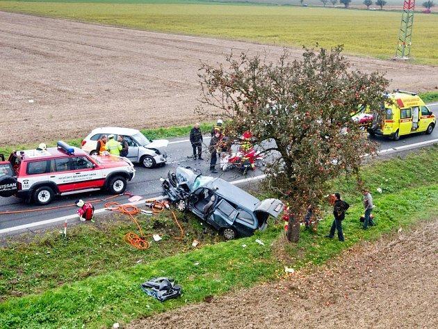 Dopravní nehoda na silnici I/33 mezi Hradcem Králové a Jaroměří.