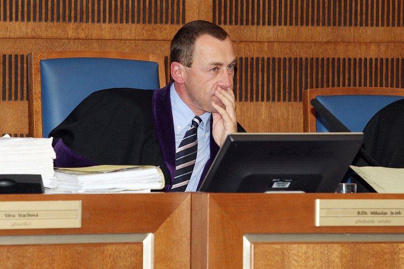 Předseda senátu Miloslav Ježek četl verdikt téměř půl hodiny