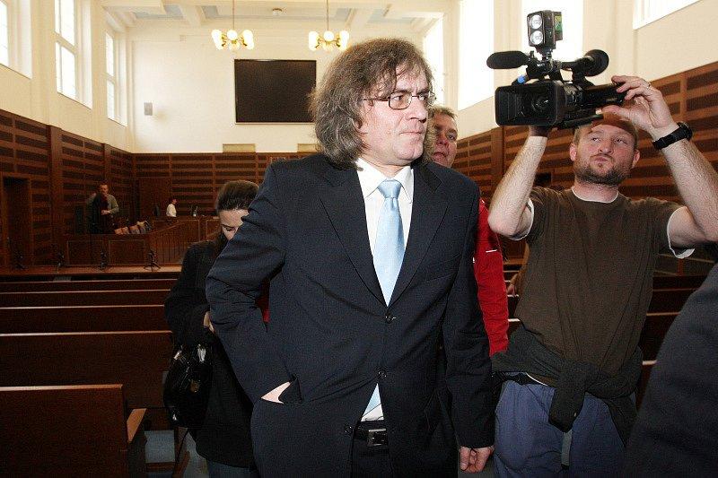 Vyslechl si rozsudek. Kulínský byl odsouzen na tři roky s pětiletou zkušební dobou