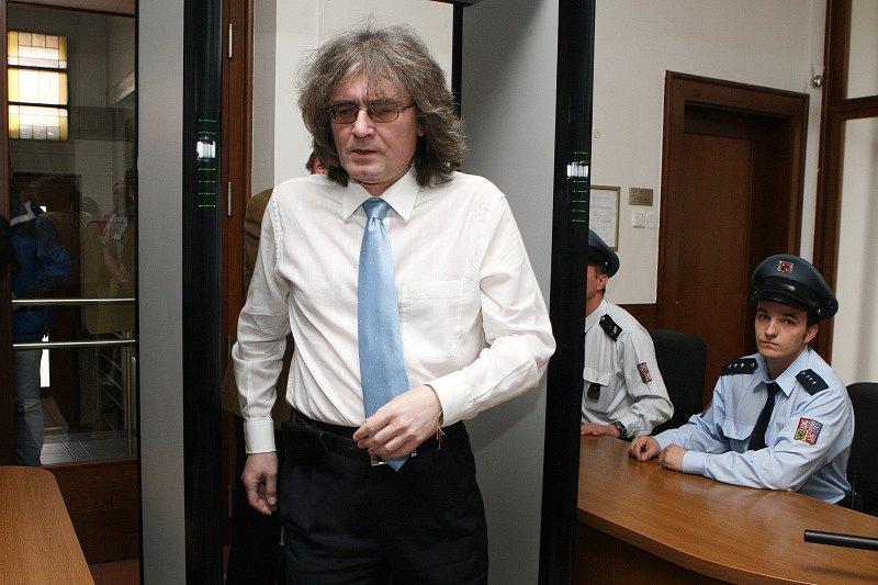 Bohumil Kulínský přichází k soudu