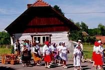 Retroshow v obci Luková na téma Jak se pracovalo na vesnici v dobách minulých.