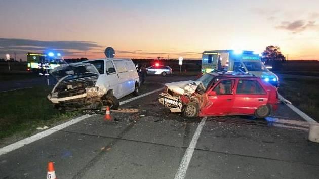 Řidič najel do protisměru, kde naboural do protijedoucího vozidla.