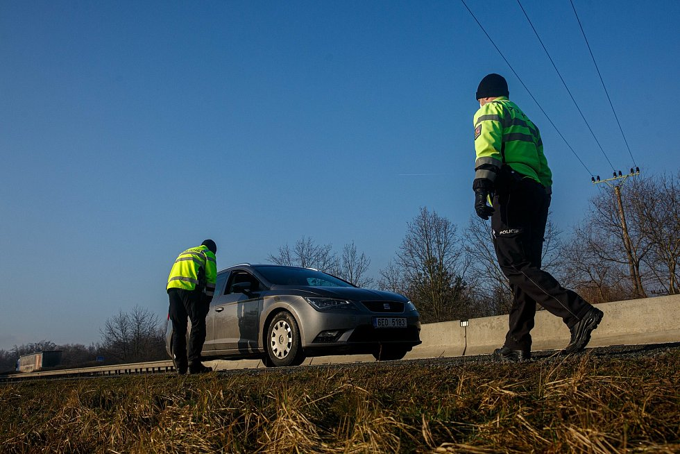Kontroly Policie ČR na hranici okresu Pardubice a Hradec Králové
