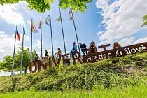 Univerzita získala mnoho financí na výjezdy studentů.