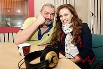 Hosty pořadu Českého rozhlasu Hradec Králové nazvaného Péháčko byli zpěváci Daniel Hůlka a Kamila Nývltová.