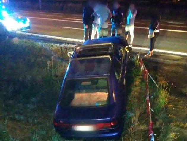Havárie osobního automobilu v Plotištích nad Labem.