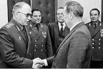 Sovětší generálové u Milouše Jakeše