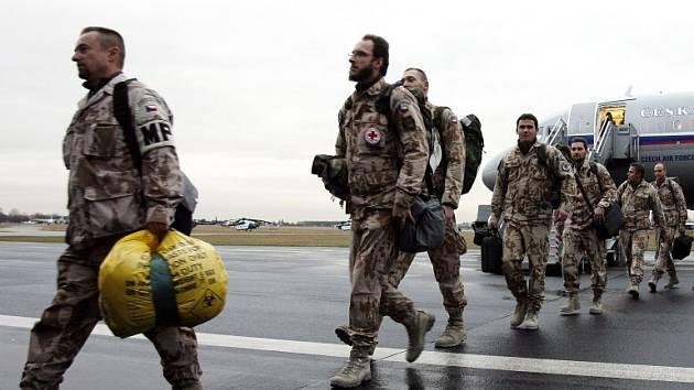 Návrat poslední skupiny českých zdravotníků královéhradecké nemocniční základny z afghánského Kábulu.