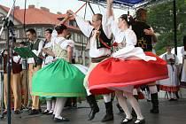 Na Folklorním festivalu Pardubice - Hradec Králové  se představilo 16 souborů.
