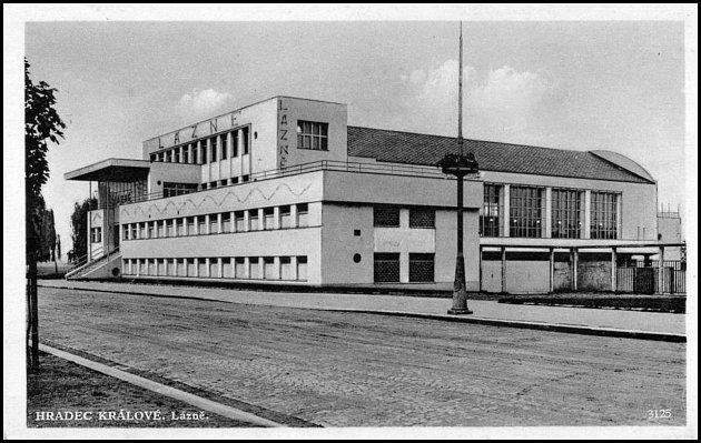 Městské lázně byly poprvé otevřeny roku 1933a jejich budova je dnes památkově chráněna. Budova byla postavena podle návrhu architekta Oldřicha Lisky a stála 55milionů korun.