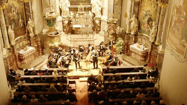 Smiřické svátky hudby v zámecké kapli Zjevení Páně.