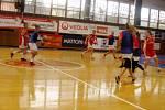 Okresní přebor v basketbale děvčat SŠ a SOU: Gymnázium Boženy Němcové Hradec Králové - Soukromá obchodní akademie Hradec Králové.
