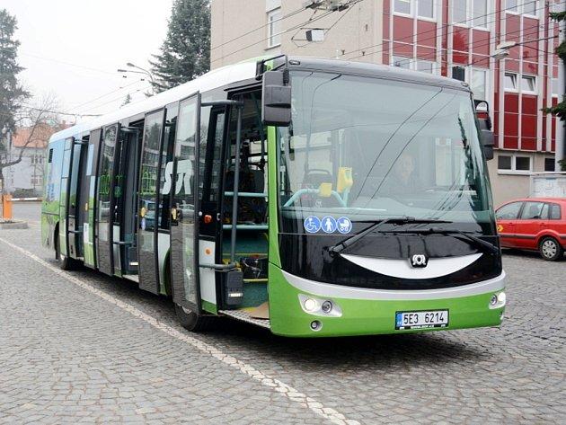 Elektrobus Dopravního podniku města Hradec Králové.