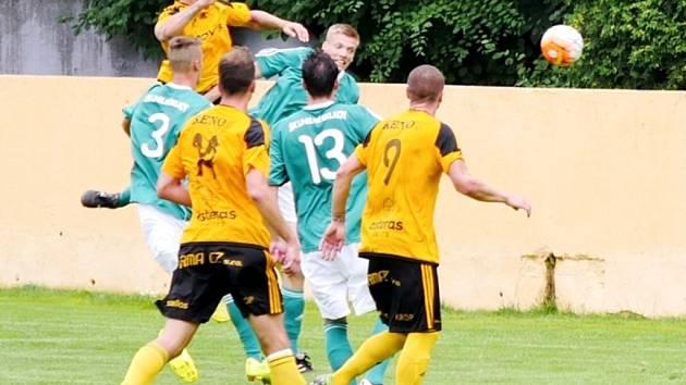 Předkolo fotbalového MOL Cupu: Uhelné sklady Praha - FC Olympia Hradec Králové.