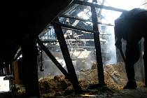 Požár v Šaplavě u Nového Bydžova v neděli 21. února odpoledne.