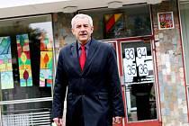 Ministr zdravotnictví Leoš Heger odvolil v sobotu před polednem na hradecké ZŠ Pouchov