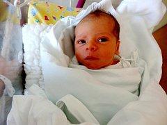 JAKUB MÜLLER se narodil 21. srpna v 11.48 hodin. Vážil 3050 gramů a měřil 49 centimetrů. Z potomka se radují maminka Hana a tatínek Tomáš Müllerovi, z brášky se těší i brzy dvouletá sestřička Monika.