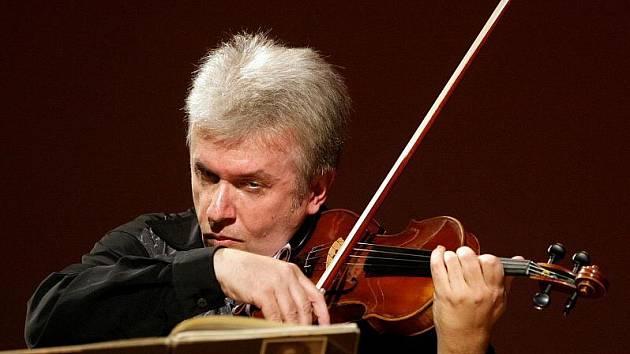 Jaroslav Svěcený v hradecké Filharmonii odstartoval své narozeninové turné (19. listopadu 2010).