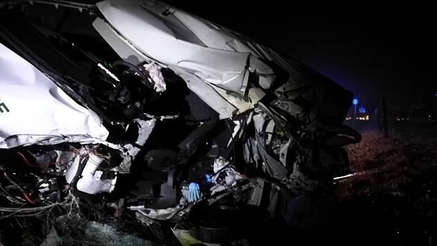 Střet s kamionem mladý řidič dodávky nepřežil.