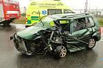 U Všestar se čelně srazila dvě auta, řidička byla v bezvědomí