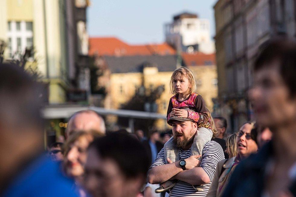 Protest proti vládě Andreje Babiše na Masarykově náměstí v Hradci Králové.