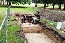 Archeologové našli pod Kubištovými sady staré cesty i cihly z opevnění.