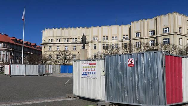Za pomníkem Masaryka vyroste staronová zeď.