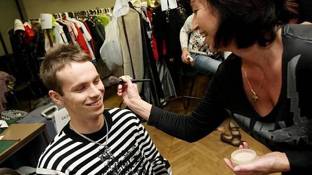 Jednadvacetiletý student Filozofické fakulty Univerzity Pardubice Roman Truhlář se stal vítězem konkurzu, v němž Deník hledal muže s touhou alespoň jednou v životě předvádět na módní přehlídce.