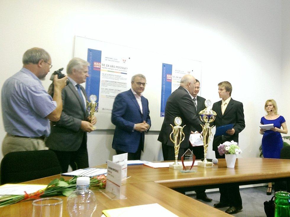 Ocenění žáků po celostátním kole soutěže Učeň instalatér 2015 na Hospodářské komoře v Brně.