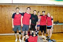 Volejbalisté z družstva s názvem Bída.