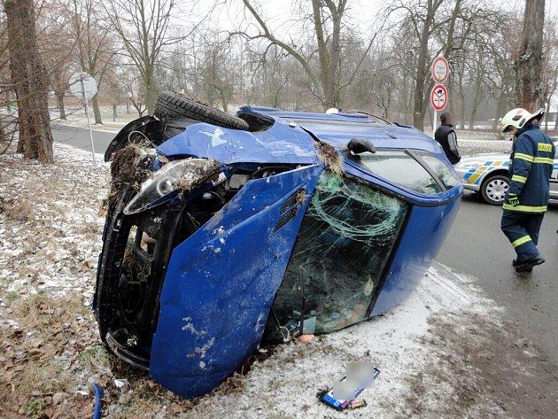 Nehoda osobního automobilu v Třebechovicích pod Orebem.