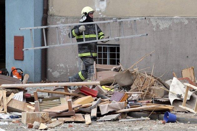 Výbuch plynu ve Střelecké ulici v Hradci Králové zabil a zranil lidi, poničil domy a majetek.