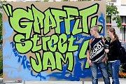 Občanské sdružení Prostor pro umožnilo sprejerům vytvářet graffiti v centru města.