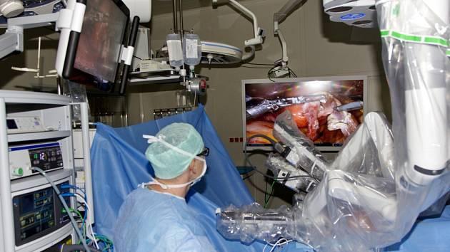 Robotická operace v podání gynekologů z hradecké fakultní nemocnice.