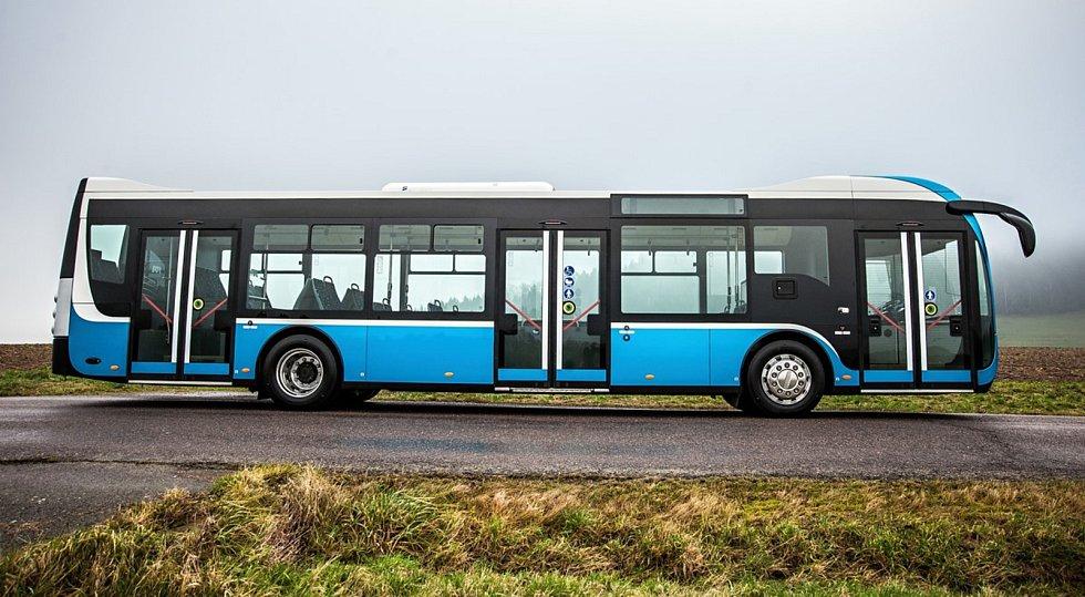 Dopravní podnik testuje nový dieselový autobus.