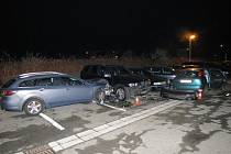 Řádění opilého řidiče: naboural sedm vozidel včetně svého.