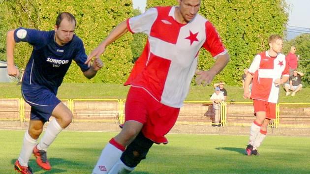 Krajský přebor ve fotbale: Dobruška - Slavia Hradec Králové.