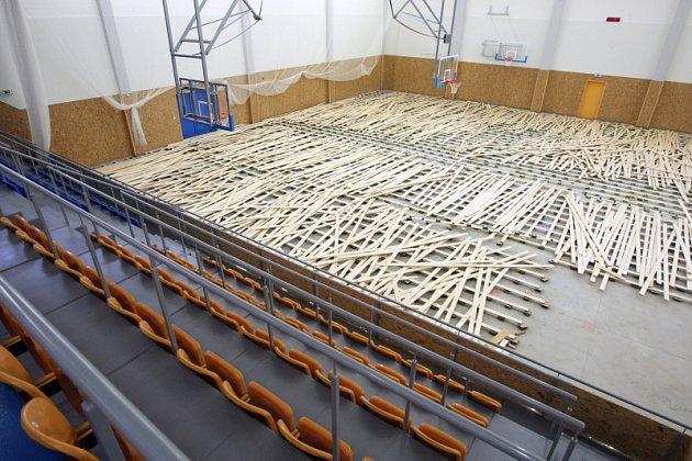 Oprava podlahy v třebešské sportovní hale