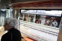 Vlak plný Wojtyly zastavil v Hradci