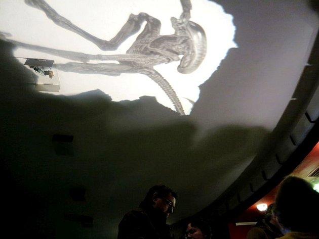 Výzdoba kpromítání Vetřelce vkrálovéhradeckém kině Bio Central.